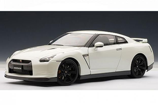 Autoart Nissan GT-R R35 White