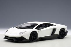 Autoart Lamborghini Aventador LP720-4 Weiß