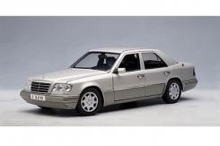 Autoart Mercedes Benz E320 sedan 1995 W124 Silver Metallic 76271