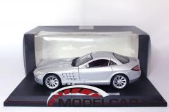Maisto Mercedes-Benz SLR McLaren silver dealer edition